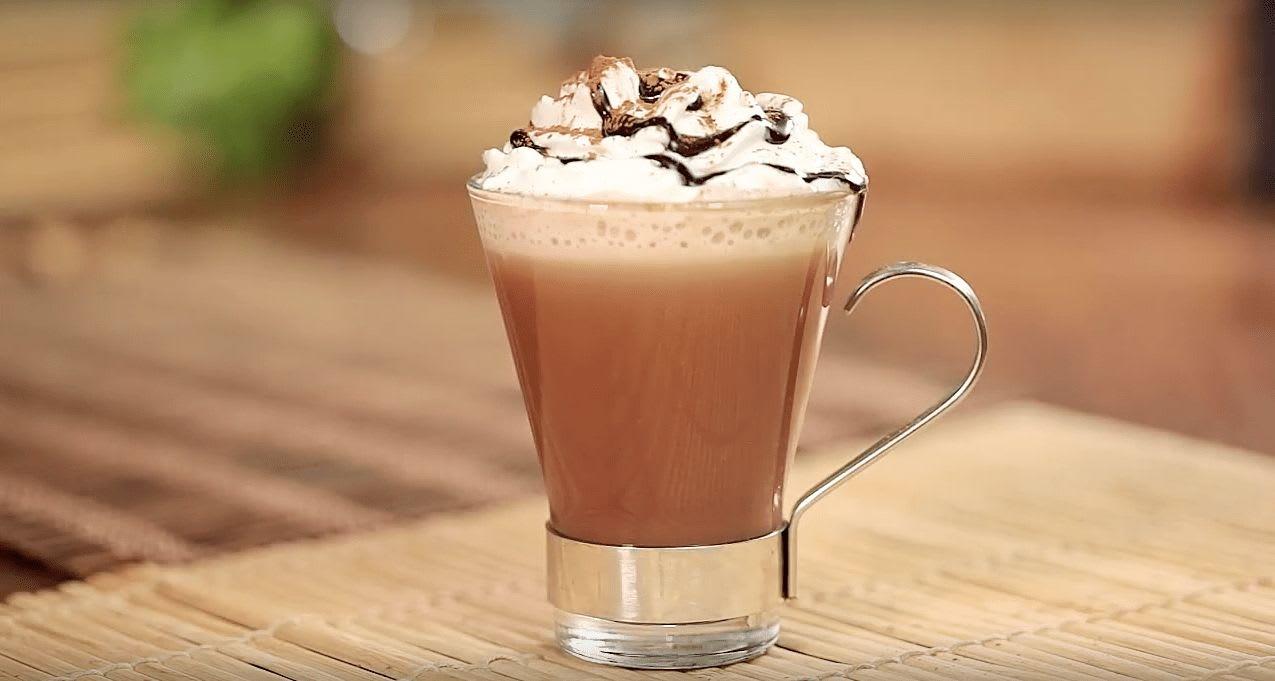 Café moca con crema batida