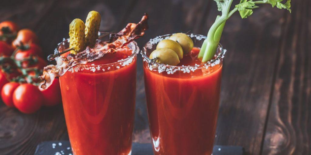 Vasos de bebida Bloody Mary
